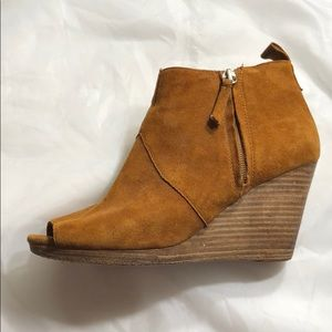 Dolce Vita Suede Wedge Booties size 6 Tan